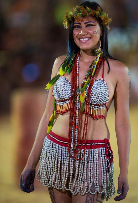 Fotos Celebran Al Desnudo La Belleza Indigena En Brasil