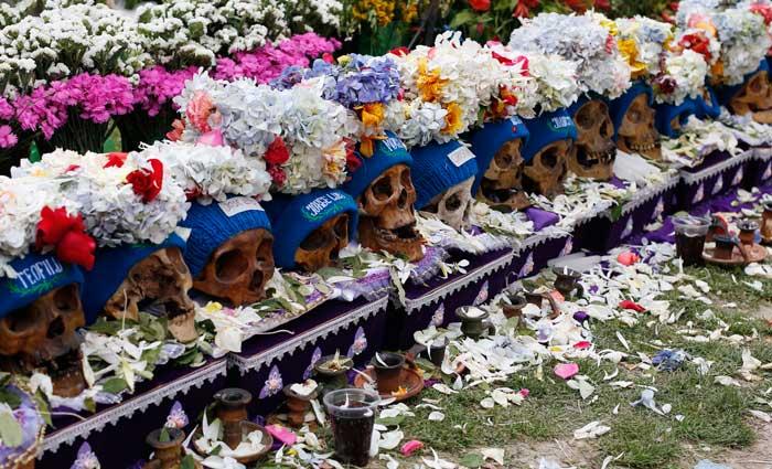 Fotos festival de cr neos humanos en zona andina de bolivia for Cementerio jardin la paz bolivia