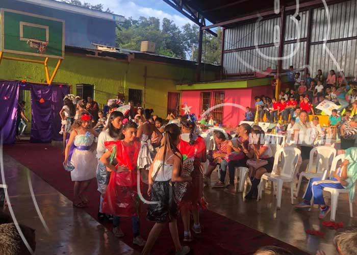 Estudiantes de Dolores, Carazo, en pasarela de trajes reciclados - TN8 Nicaragua
