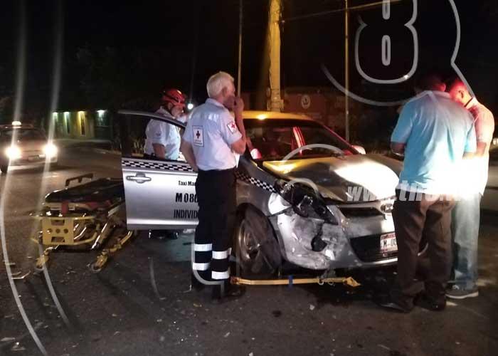Managua: Conductor ebrio impacta con un taxi y se da a la fuga - TN8 Nicaragua