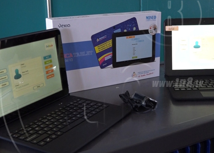 MINED entrega aula digital móvil a Instituto Aurita Sotelo en Boaco - TN8 Nicaragua