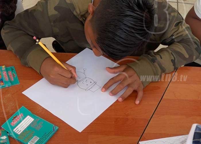 Boaco: Niñez participa en el concurso de dibujo alusivo a la Navidad - TN8 Nicaragua