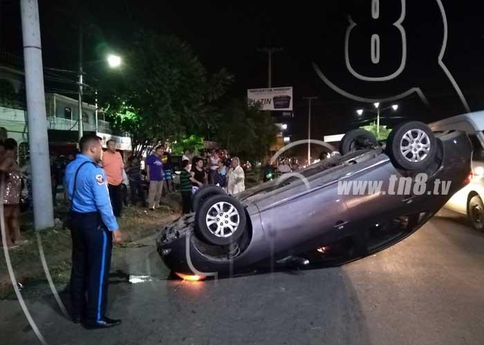 Dos accidentes seguidos en Managua por irresponsables conductores - TN8 Nicaragua