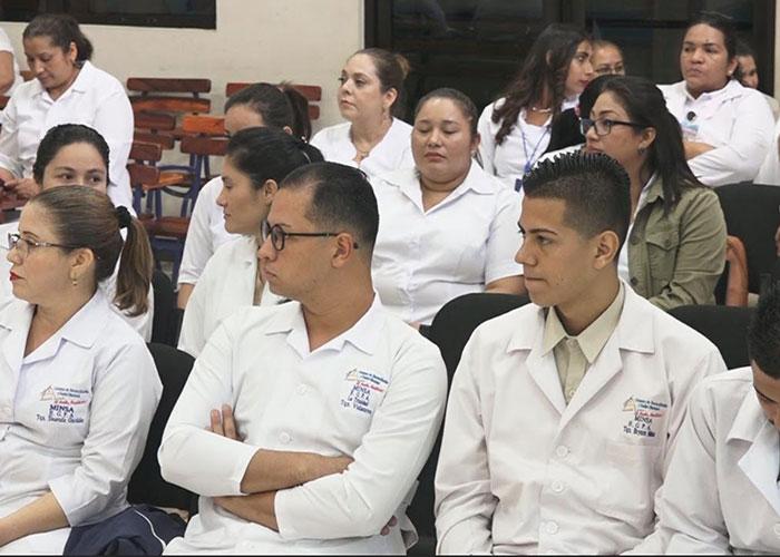 Capacitan a técnicos quirúrgicos para una mejor atención en Estelí - TN8 Nicaragua