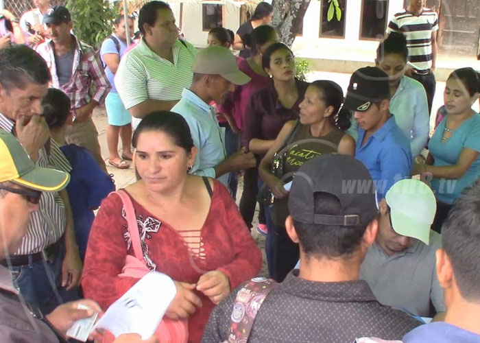 Hombres y mujeres en la zona rural de Estelí reciben créditos - TN8 Nicaragua