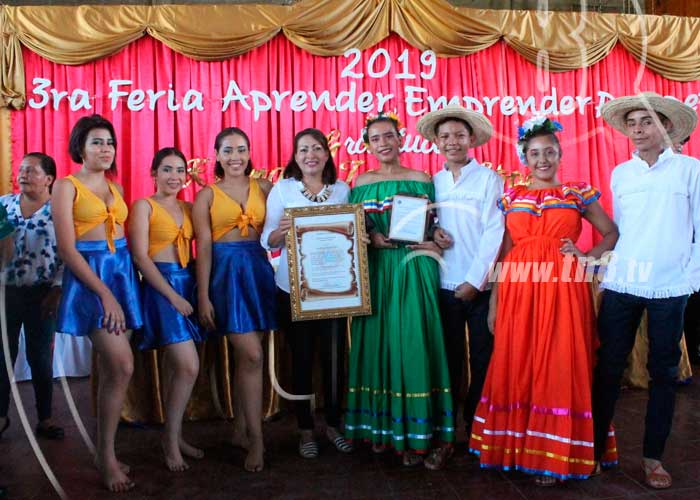 Alcaldesa de Ocotal recibe homenaje con Feria escolar de Emprendimiento - TN8 Nicaragua