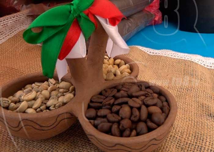 Realizan feria del café y cacao en la ciudad de Boaco - TN8 Nicaragua