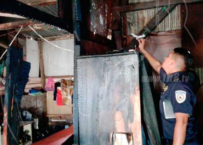 Managua vivienda casi queda reducida a cenizas por for Vivienda reducida