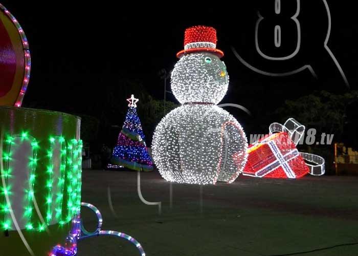 Áreas públicas de Managua casi listas con luces y adornos navideños - TN8 Nicaragua