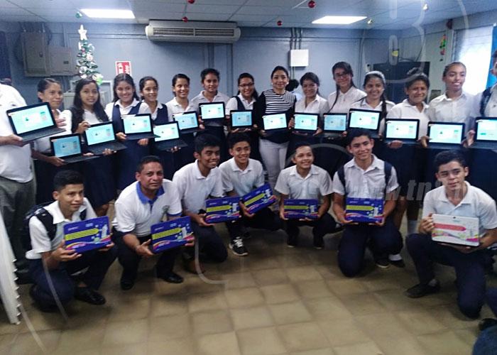 Aula móvil provee tecnología para la educación en Nueva Guinea - TN8 Nicaragua