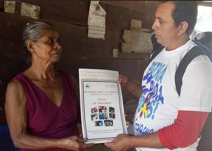 Familias de San Rafael del Sur reciben títulos de propiedad - TN8 Nicaragua