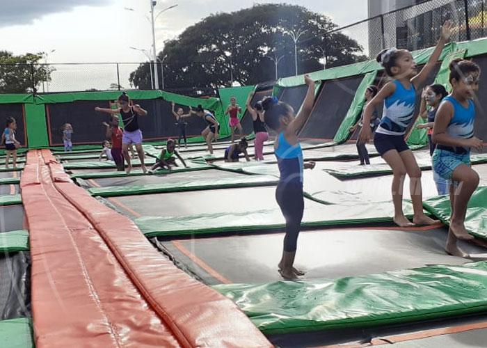 Alcaldía de Managua provee diversión con el Parque de los Trampolines - TN8 Nicaragua