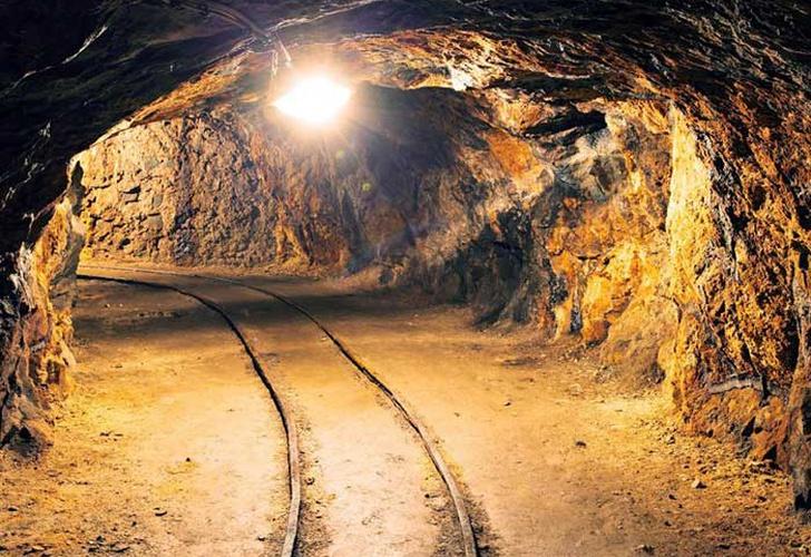 950 mineros quedan atrapados en yacimiento de oro en Sudáfrica