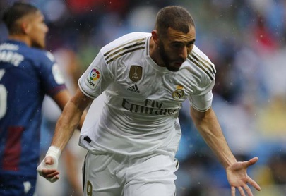 Benzema anota 2, Real Madrid vence a Levante 3-2