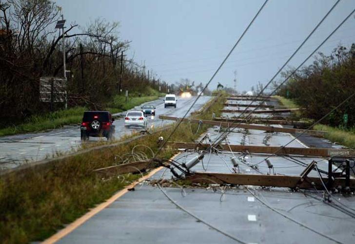 Trump recuerda a Puerto Rico su deuda billonaria en plena devastación