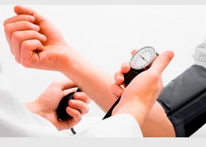 Cómo alta presión sanguínea en tres sencillos pasos