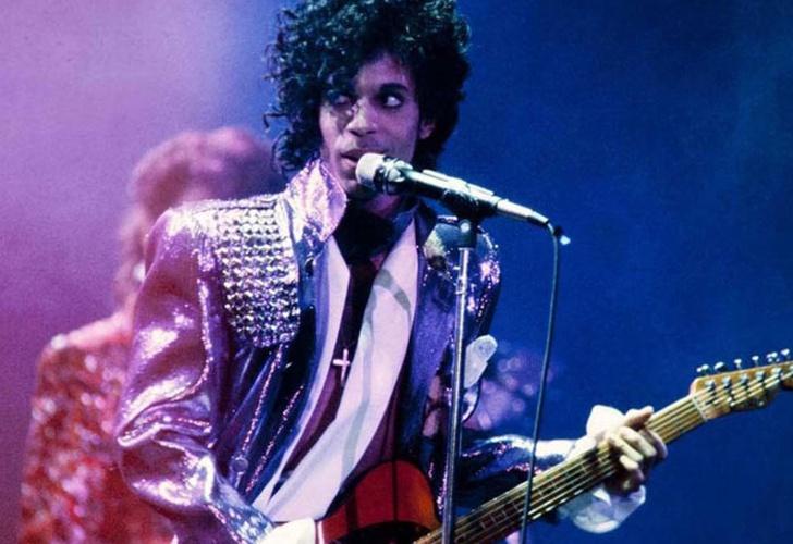 Familiares demandan a hospital que trataba al ícono del pop — Prince