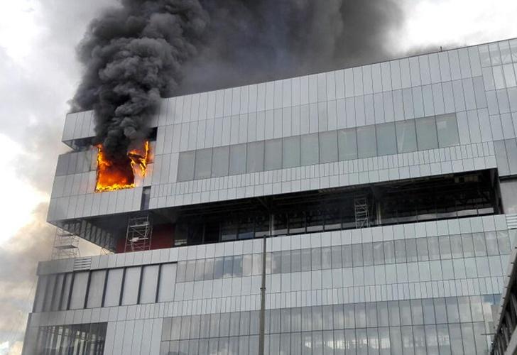 Reportan fuerte incendio en edificio cercano a Corferias