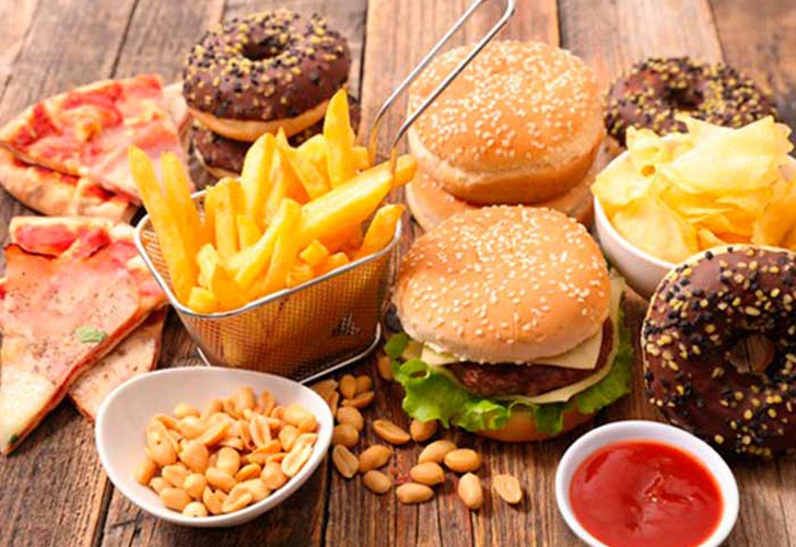 Londres: Piden prohibir anuncios de comida grasosa en el metro
