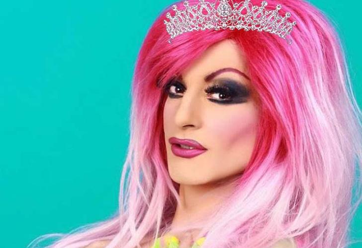 Pierde concurso de reina gay y arroja a la ganadora del escenario