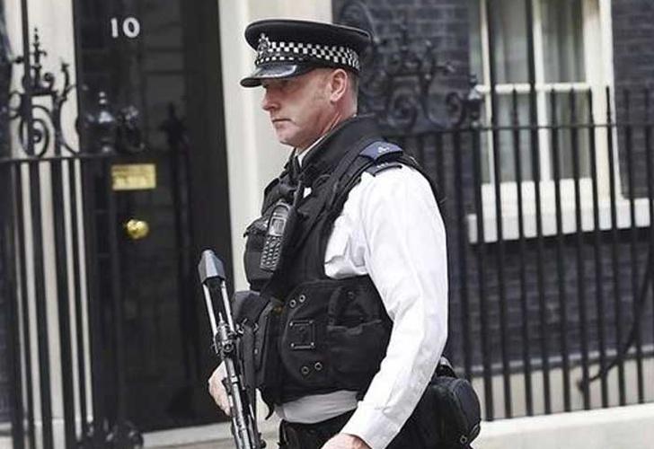 Una mujer herida y seis detenidos en operación antiterrorista en R.Unido