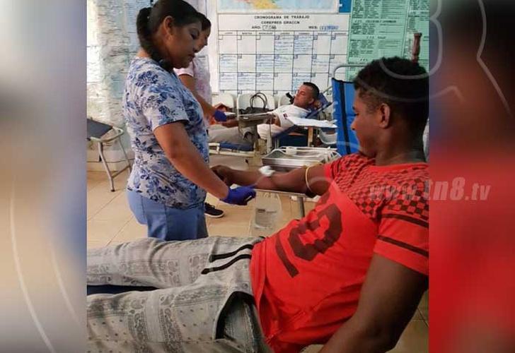 donacion voluntaria, sangre, personas, aguja,
