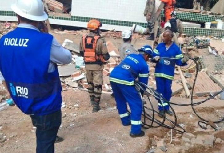 Suben a 22 los muertos tras desplome en Río de Janeiro