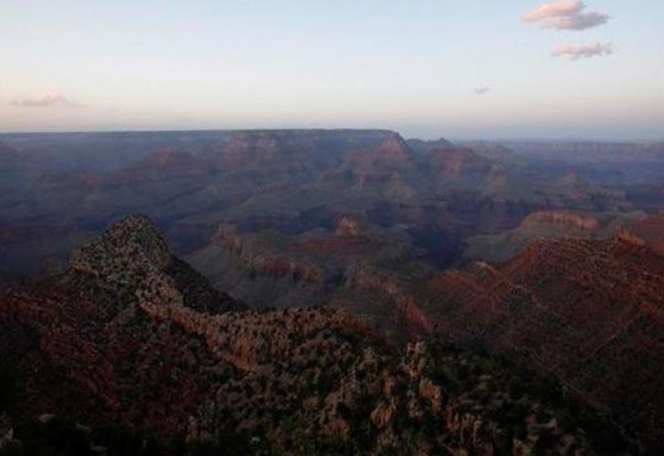 Gran Cañón: 3 muertos y 4 heridos al estrellarse helicóptero turístico