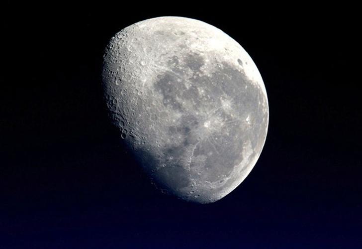 La NASA revela una red de pozos y agujeros en la Luna