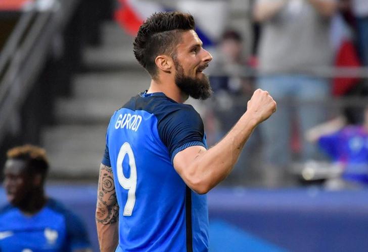 Francia y Giroud se divierten con goleada a Paraguay