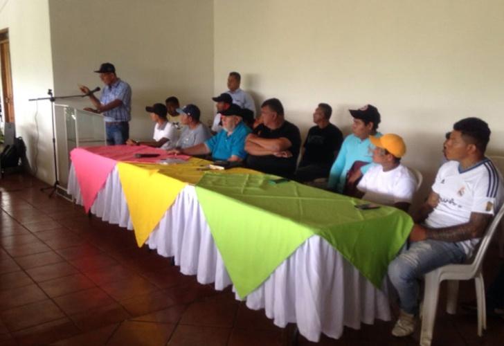 policia nacional, firma acuerdo de paz, con jovenes de monimbo, masaya, nicaragua,