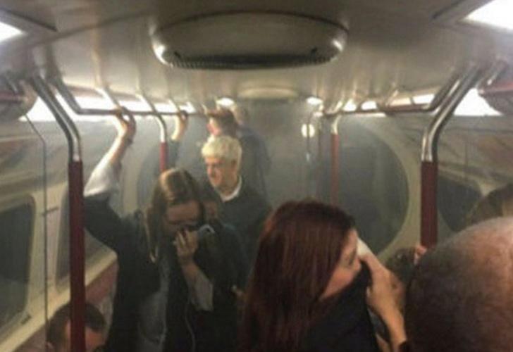 Evacuan una estación de metro por un incendio en tren de Londres