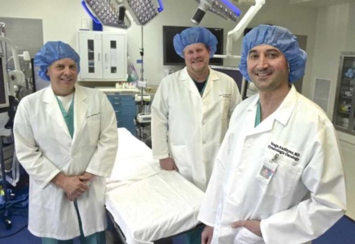 Extirpan tumor de 60 kg del abdomen de una mujer — EEUU