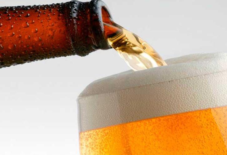 Experto señala que beber cerveza mejora tu vida sexual