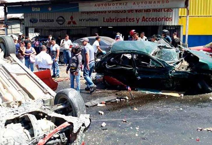Trailer impacta a 25 vehículos en la Carretera Interamericana — Guatemala