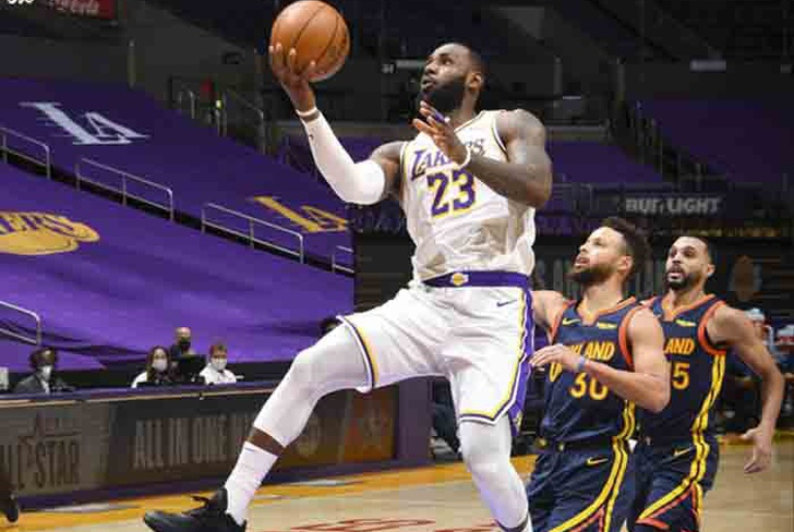 James anota 19 y Lakers vence a Warriors