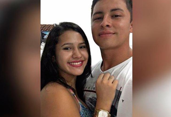 Selfie de una pareja se volvió viral por tenebroso detalle — Twitter
