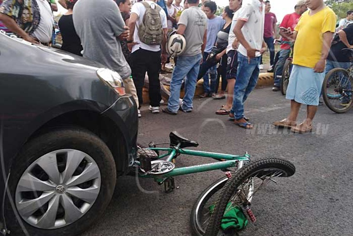 nicaragua, tipitapa, accidentes de transito, familia atropellada, zona franca, lesionados en accidente, ciclistas,