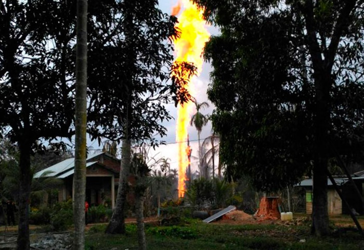 Incendio en pozo petrolero deja 15 muertos en Indonesia