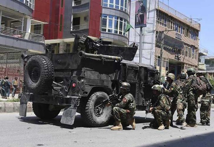 Mueren cuatro personas en ataque a televisora de Kabul