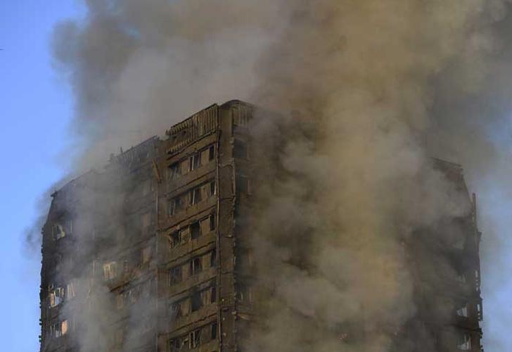Incendio en Torre Residencial en Londres deja 12 muertos