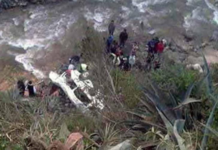 Áncash: cuatro muertos y ocho heridos deja caída de combi a abismo