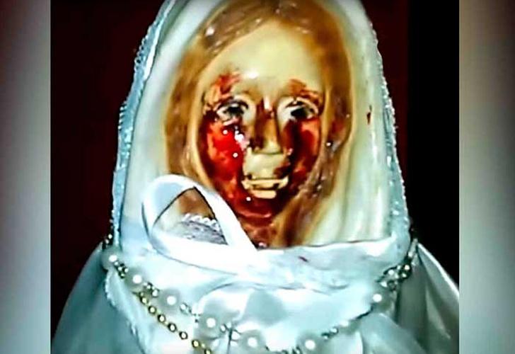 Graban a estatua de una Virgen llorando