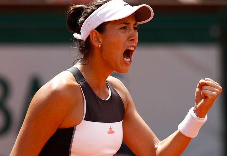 Muguruza vence a Kerber en Wimbledon y pasa a cuartos