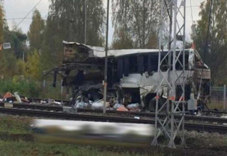 Rusia: 19 muertos en un choque entre un tren y un autobús