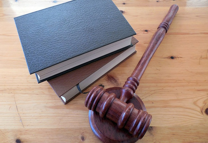 Dan prisión a mujer por abortar; la violó su hermano