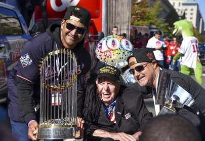 Nats celebran con multitudinario desfile en Washington