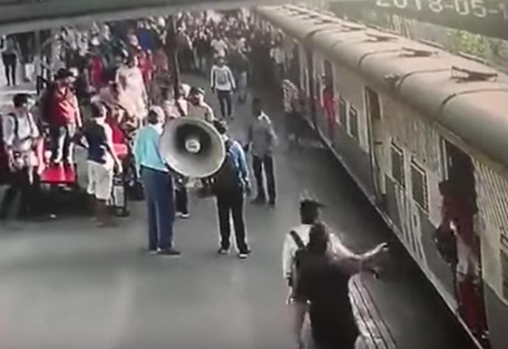 ¡Hombre salva a niña de ser aplastada por un tren!