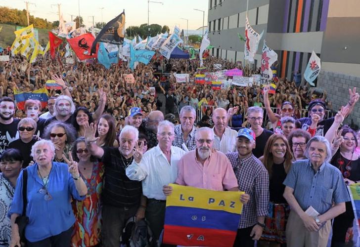 Artistas K participaron de un acto a favor del gobierno de Maduro