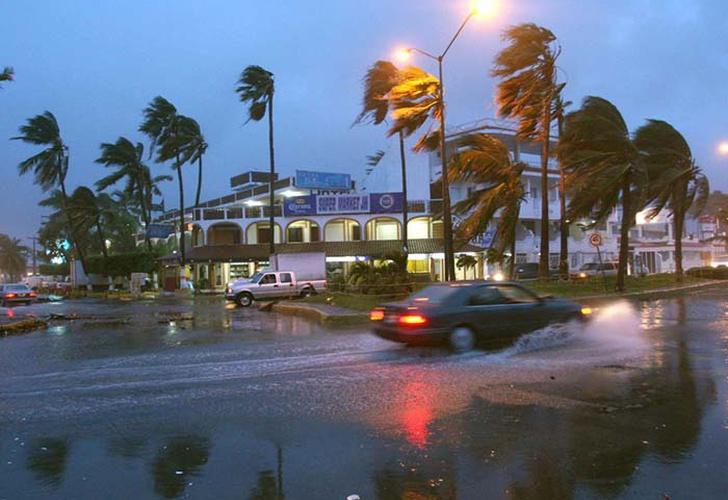 fuertes lluvias en mexico, calles inundadas, fuertes vientos,